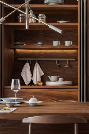 Estante de parede para especiarias, panos ou conchas e rolo de papel. | Wall stand for spices, utensils and paper roll.