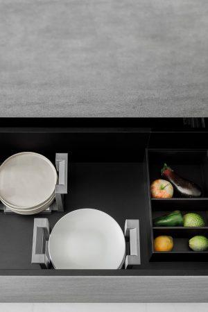 Acessório para pratos e caixa para mercearias. | Plates accessory and grocery box.
