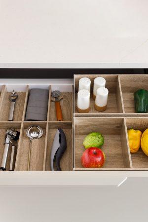 Separador de talheres e caixas para mercearias. | Cutlery divider and boxes for groceries.
