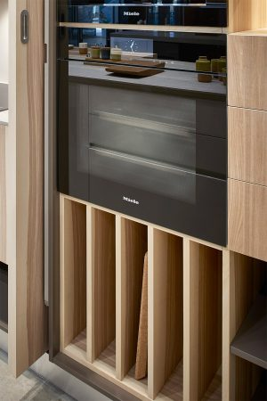 Separador de tabuleiros para móvel de forno. | Tray divider for oven cabinet.