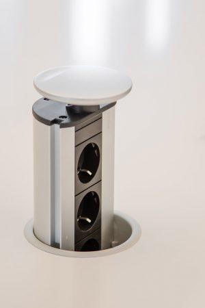 Torre de três tomadas. | Pop up tower triple socket.